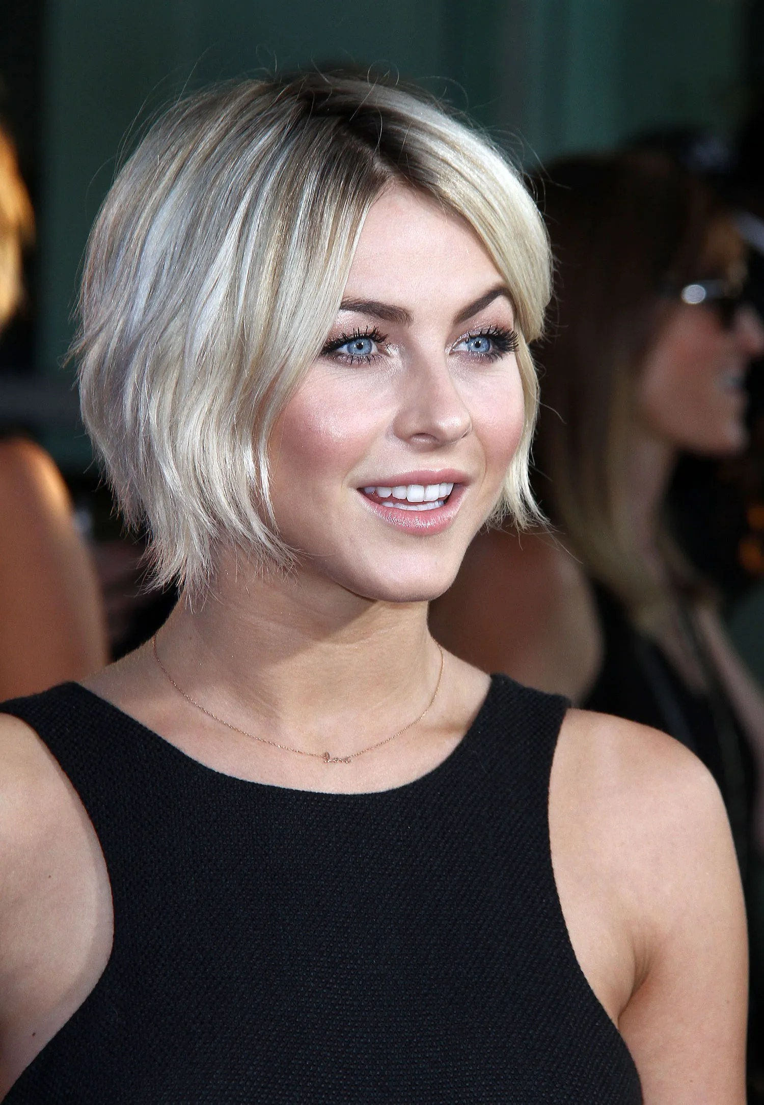 Growing Out Your Short Hair Julianne Hough Has Found The
