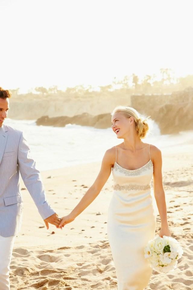 beach wedding hairstyle ideas: the best hairstyles to wear