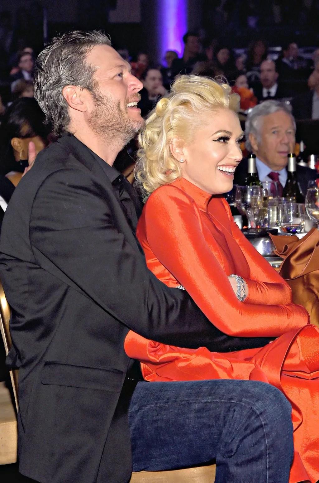 Photos Blake Shelton And Gwen Stefani Get Cozy At Clive