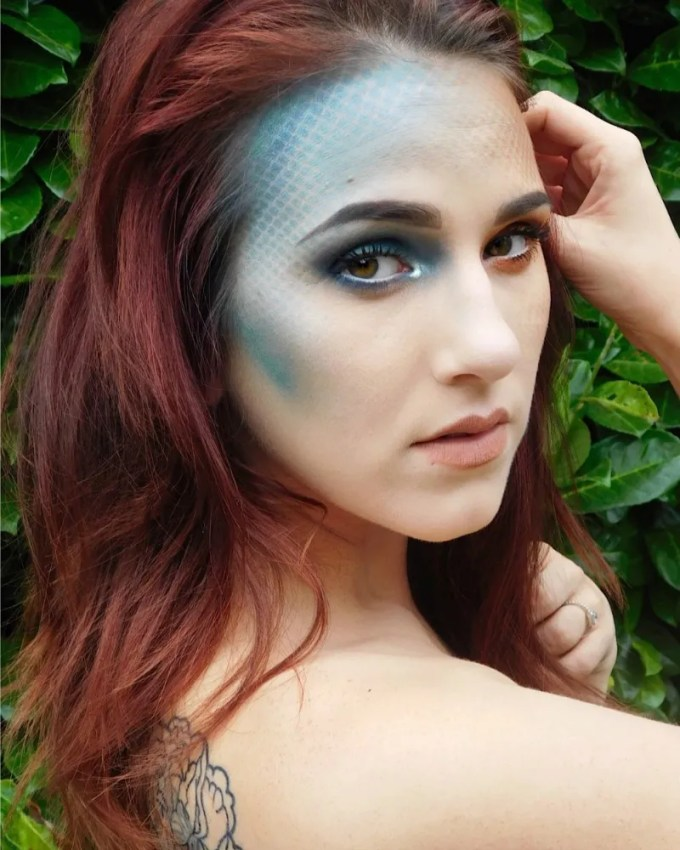 makeup tips for blue eyes and red hair - cat eye makeup
