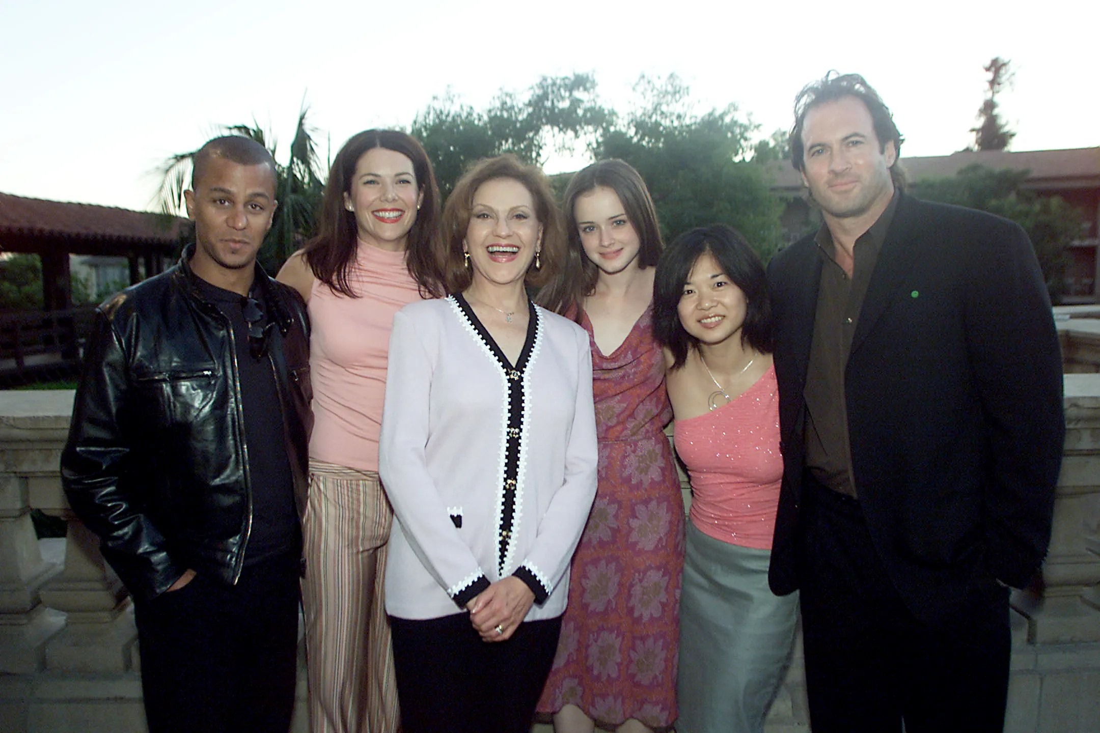 Gilmore Girls A Year In The Life Wallpaper The Gilmore Girls Cast Photos Then And Now Glamour