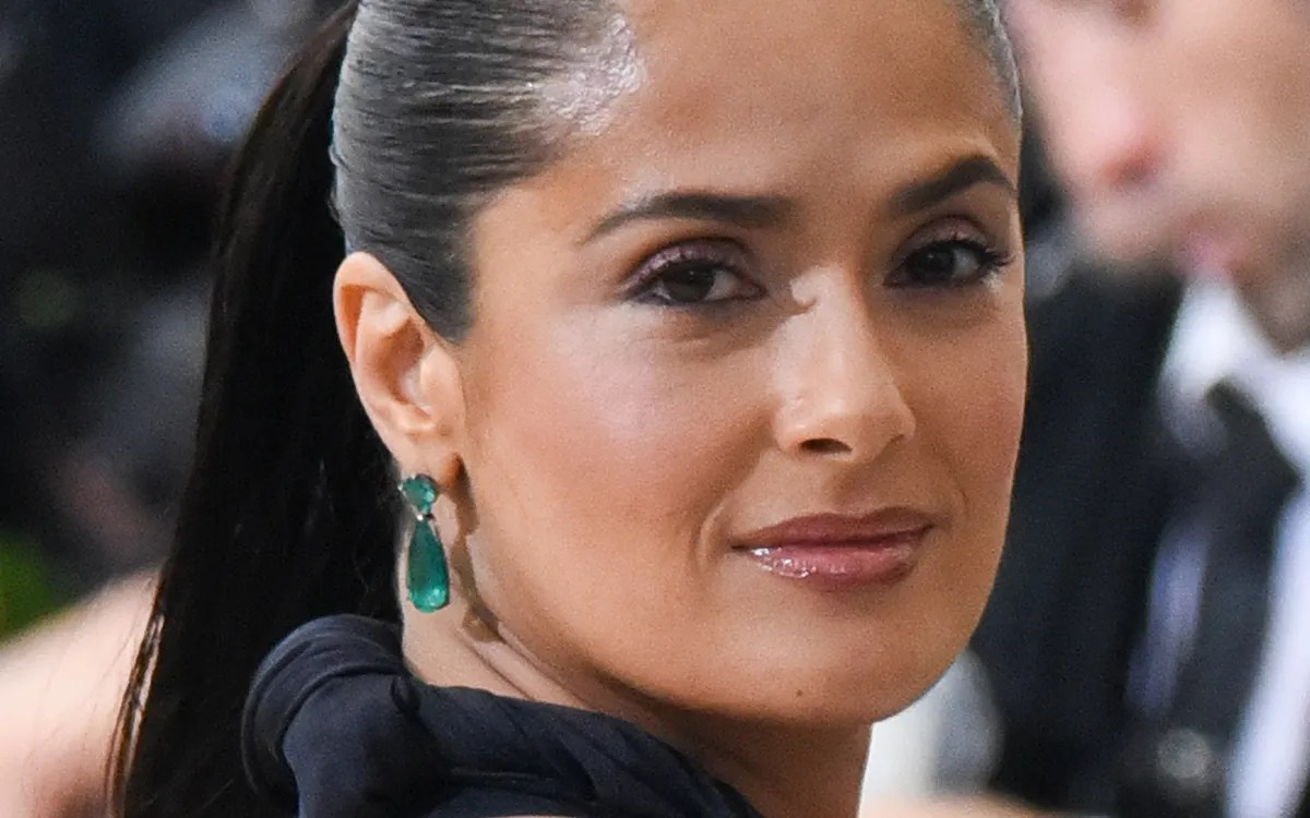 Salma Hayeks Hair Is Now Rose Gold Glamour
