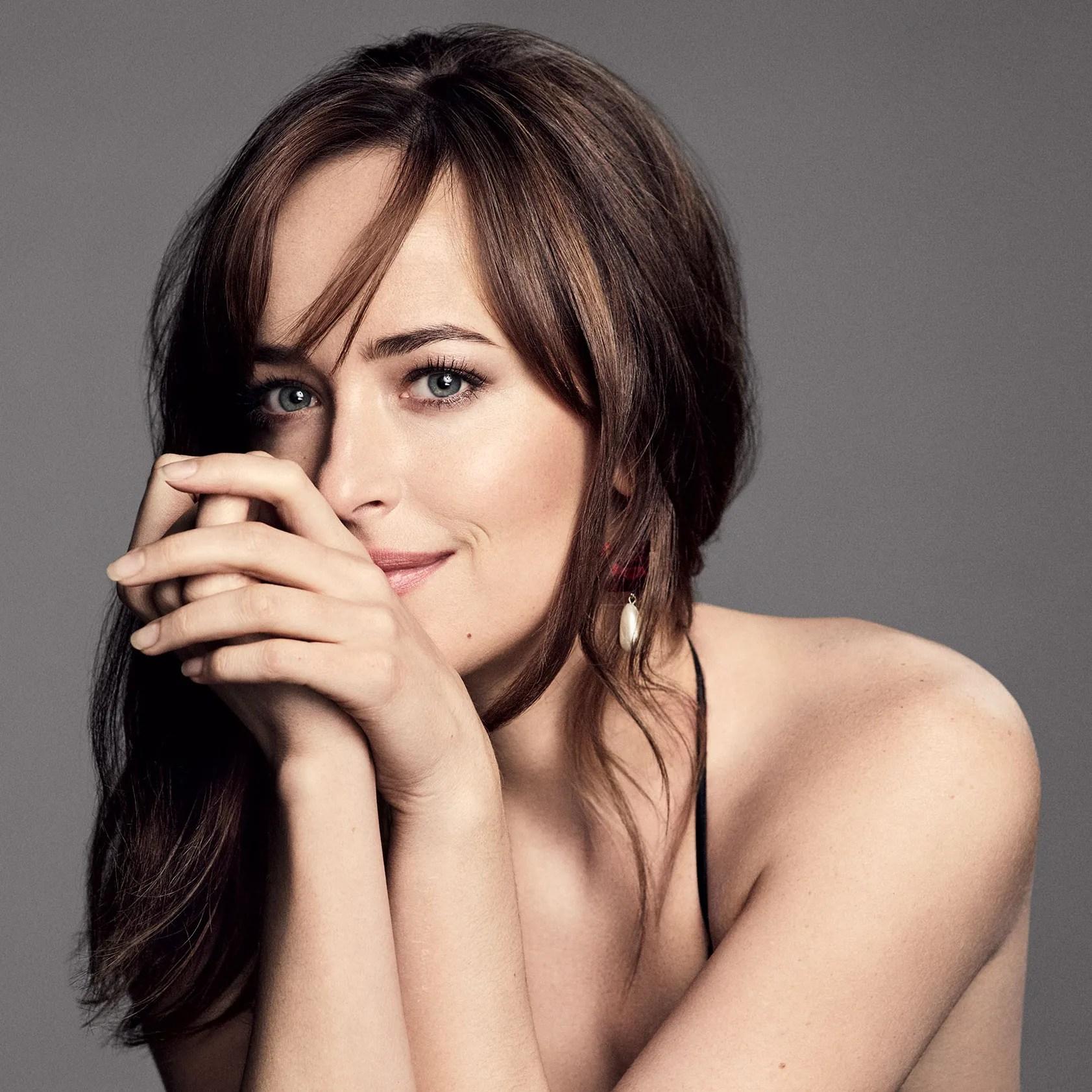 Dakota Johnsons Beauty Routine Is Shockingly Simple