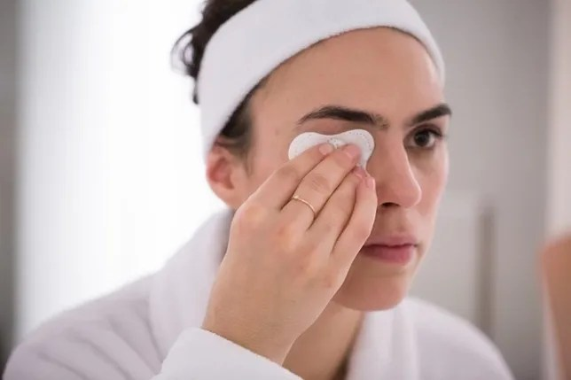 How To Remove Makeup 7 Tips Get Every Last Bit Off