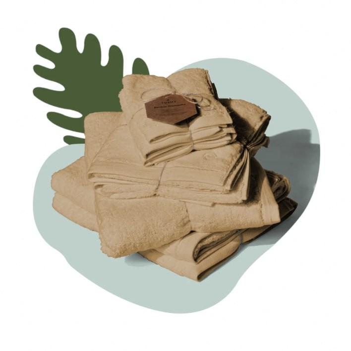 stack of brown bath towels