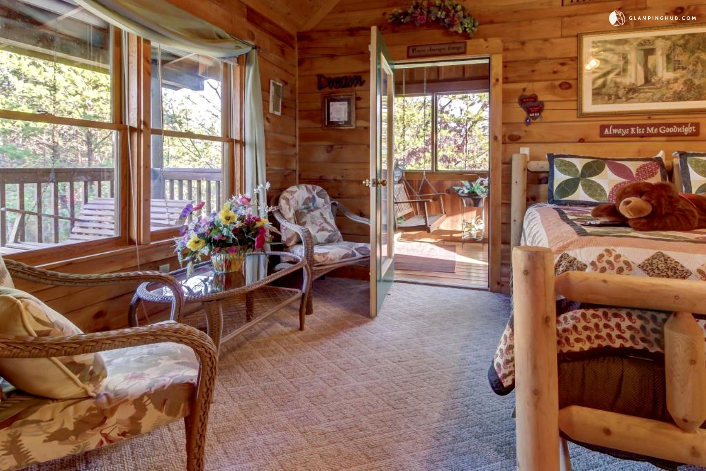 Cozy Couples Cabin with Hot Tub by Great Smoky Mountains Tennessee