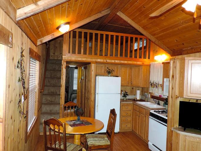 Cabin Rental with Kitchen near San Antonio