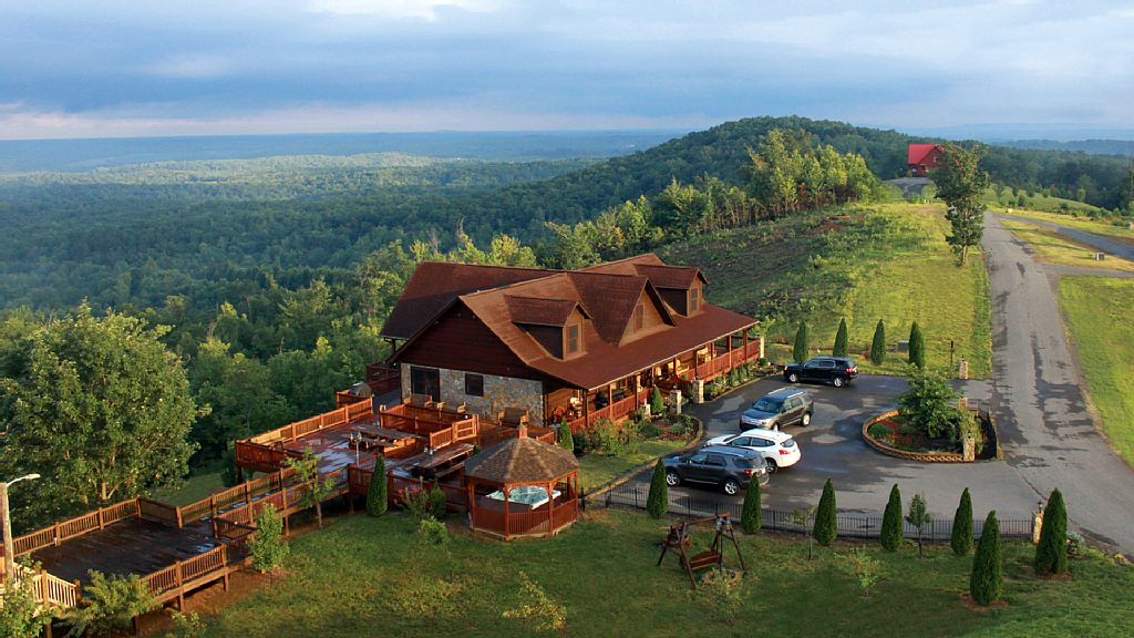 Luxury Cabin with Hot Tub in Blue Ridge Mountains