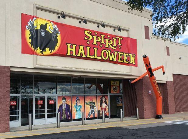 spirit halloween office photo glassdoor co uk