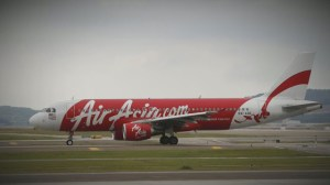 Wreckage spotted in search for AirAsia flight 8501