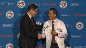 Blue Jays present Montoyo with jersey during manager's first press conference