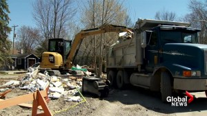 Sainte-Marthe-sur-le-Lac residents want answers on dike reconstruction