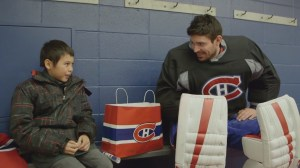 Carey Price plays hockey with young fan from hometown