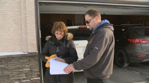 Regina man collecting signatures hoping to change a school bus safety bylaw