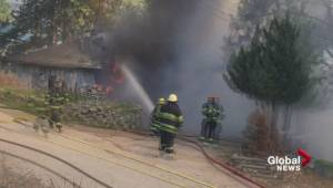 Viewer video of Peachland, B.C., house fire (00:49)