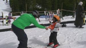Syrian refugees enjoy their first ski day