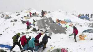 Nepal death toll rises to 3700, hundreds of climbers still stranded on Mt. Everest