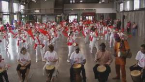 Drumming circle attempts Guinness World record (03:33)