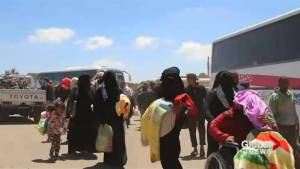 Syrian rebels begin evacuating border with Israeli-controlled Golan Heights (00:57)