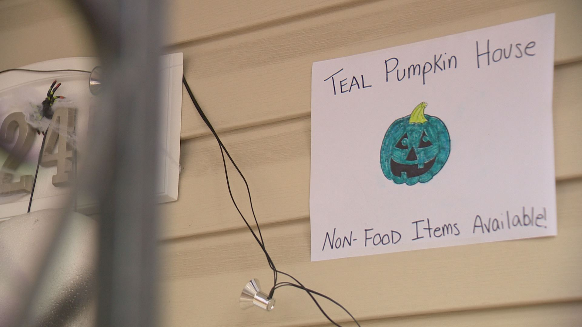 Teal pumpkins help kids with allergies have a safe Halloween