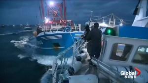 Violent clashes between French, British fishermen over scallop fishing
