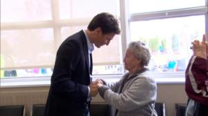 Justin Trudeau tours Gatineau flood evacuation centre