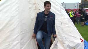 PM Trudeau visits First Nations protest teepee on Parliament Hill (00:36)