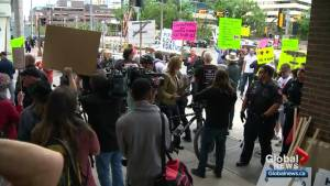 Rallies both for and against Trans Mountain pipeline held in Calgary