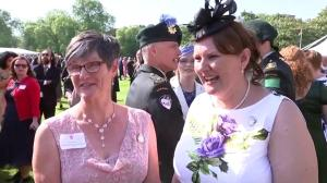Canadians react to meeting Prince Harry, Meghan Markle at Buckingham Palace garden party