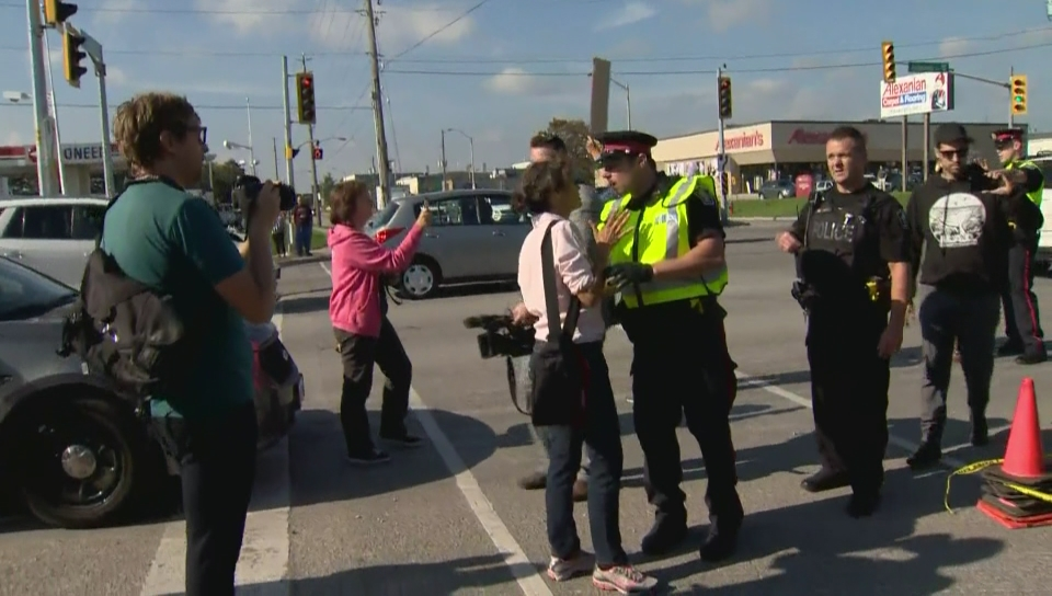 Click to play video: 'Police clash with protesters, media in heated confrontation following accident with truck transporting pigs'