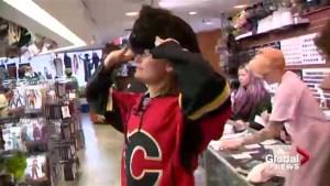 Hockey star Jaromir Jagr's arrival in Calgary sparks Halloween 'mullet mania'