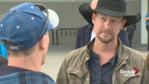 Paul Brandt and Aaron Lines visit Fort MacMurray evacuees