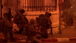 Raw video: Palestinians and Israeli soldiers clash in Bethlehem