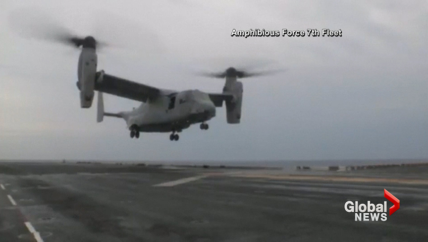 Click to play video: 'Search underway for 3 missing after U.S. Navy helicopter crashes off coast of Australia'