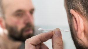 5 reasons to avoid using cotton swabs to clean your ears