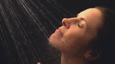 Skip your daily shower – why bathing 2 to 3 times a week is