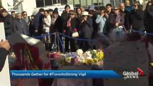 Thousands gather for #TorontoStrong vigil