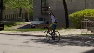 Montrealer embarks on 'sleepless' bike ride from Toronto to Montreal to help brother battling cancer