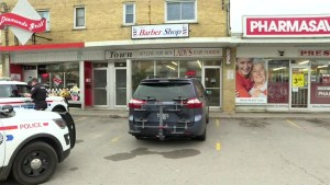 Durham police searching for suspect after 2 robberies within minutes of each other in Oshawa