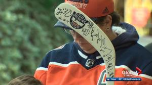 Edmonton Oilers hold autograph session at West Edmonton Mall Monday