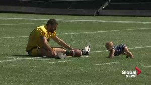 Endearing moment between Mike Reilly, daughter caught on camera at Edmonton Eskimos practice