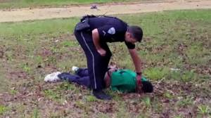 Extended edit of Walter Scott shooting shows cop pick item up, check pulse