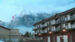 Albertans flee wildfires overnight (01:14)