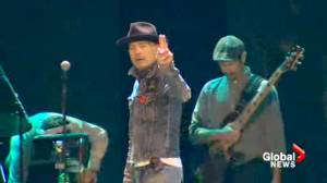 Gord Downie captures students' attention with emotional performance at We Day
