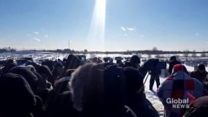 Strangers gather to bury Holocaust survivor with no family (02:19)