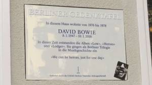 David Bowie plaque unveiled on Berlin building the singer once called home