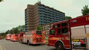 1 woman dead after apartment building fire in Toronto (01:41)