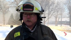 Winnipeg fire crews tackle difficult fire on Wellington Crescent