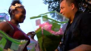 Baton Rouge shooting: kids give flowers, restaurants donate food in show of support