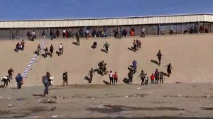 Central American migrants rush U.S. border on arrival to crossing